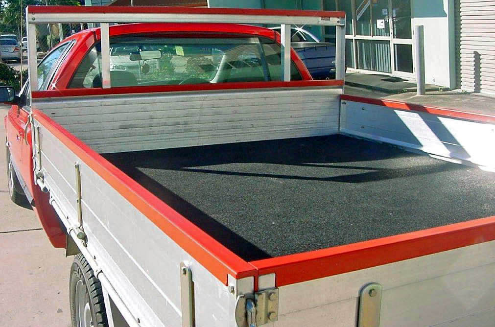 ute-tray-rear-protection-cover