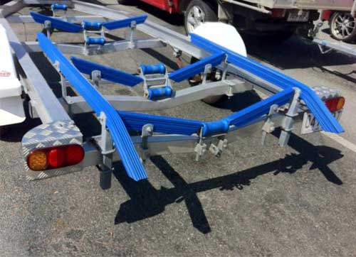 boat-trailer-ribbed-bunks-45degree-bends-blue
